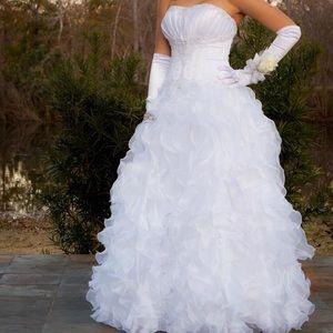 White wedding/formal/qunceñera dress